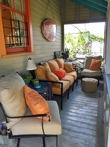 Cozy Bywater Cottage & Swanky Porch - New Orleans - Bed & Breakfast
