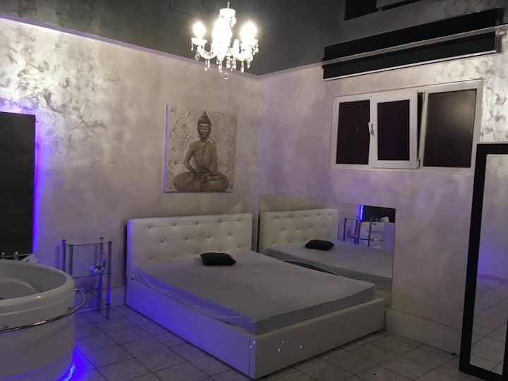 Rania Rooms 1 jacuzzi
