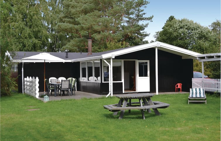 Holiday cottage with 3 bedrooms on 79m² in Dronningmølle