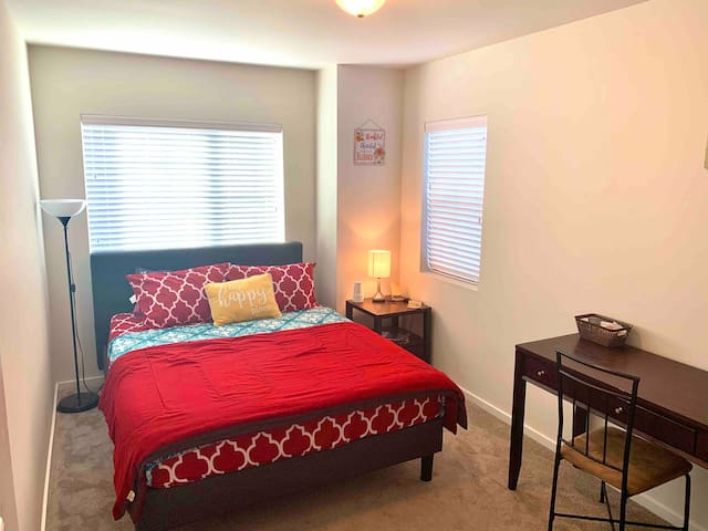 Beautiful spacious room in Mountlake Terrace