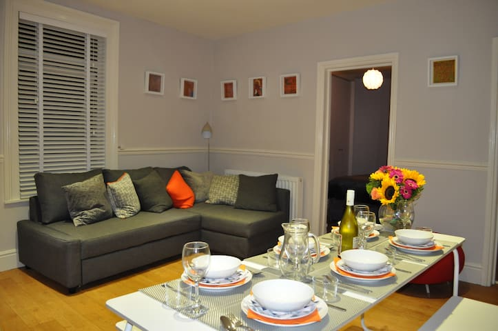 Spacious 2 Bed Flat, off street parking,