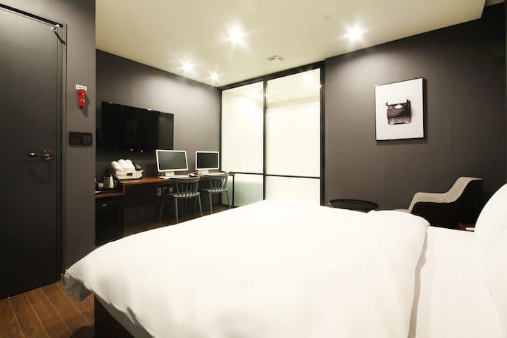 창원 넘버25호텔 프리미엄룸 Premium1