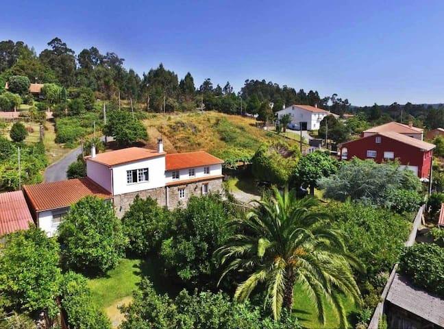 Ref. 11761 Casa con finca y futbolín cerca de Santiago