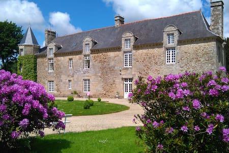 ABBAYE DE TREGOUET  ,chambre d'hötes dans château - Corseul