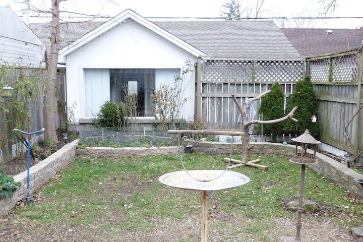 Lakonia Place