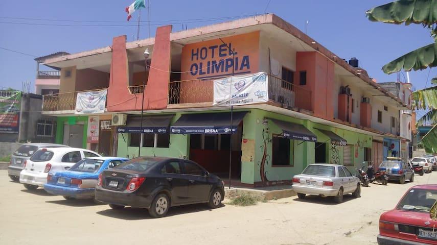 HOTEL OLIMPIA Pochutla habitaciones c y s clima