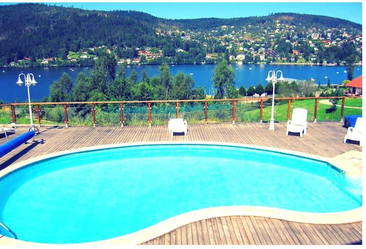 Superbe gîte avec sa vue panoramique sur le lac!