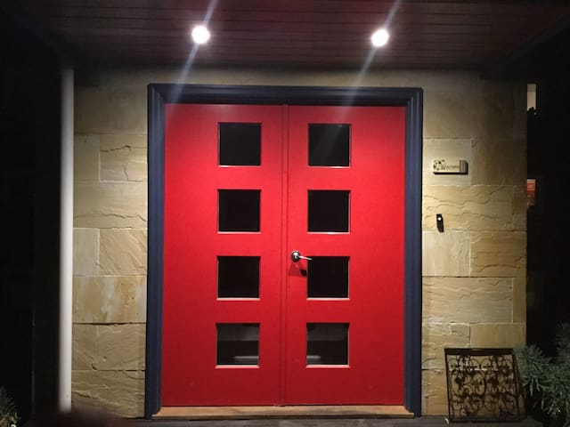 Red Doors Apartment. - Warragul - Apartment