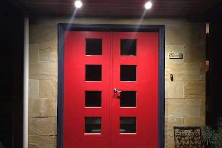 Red Doors Apartment. - Warragul