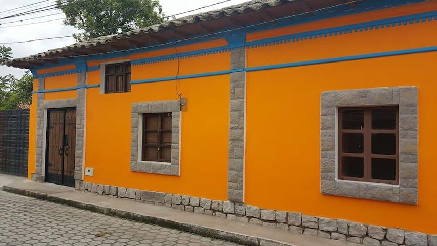 Casa La Delicia Lodging - San Antonio de Ibarra - House