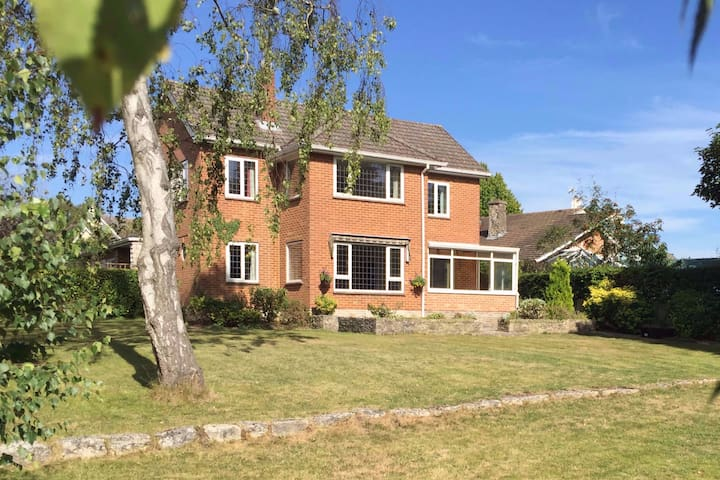 Spacious, well-located 4 bed house, large  garden
