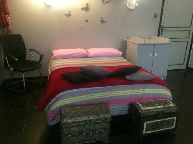 Chambre lit deux places - Nice - Appartement