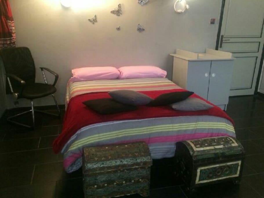 Chambre lit deux places appartements louer nice for Chambre a louer sur nice