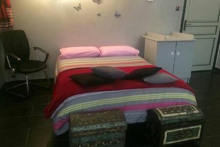 Chambre lit deux places - Nizza - Wohnung