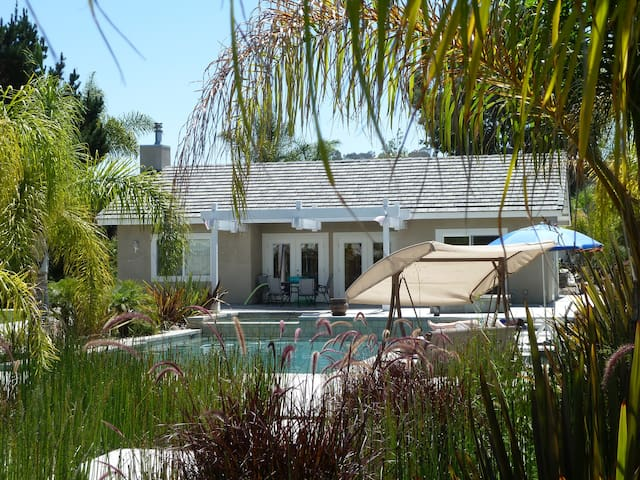 1,000 SF Pool House on a Spacious Quiet Oasis Lot - Oceanside - Dom