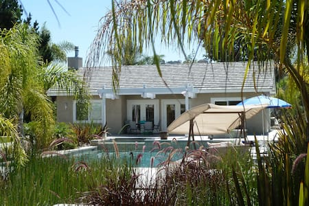 1,000 SF Pool House on a Spacious Quiet Oasis Lot - Oceanside
