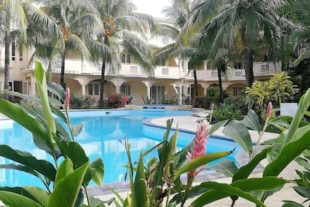 Le Palmier Holidays |Beach |Pool |Tropical Garden★