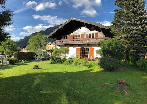 Haus Glück Auf en una ubicación perfecta con un gran jardín