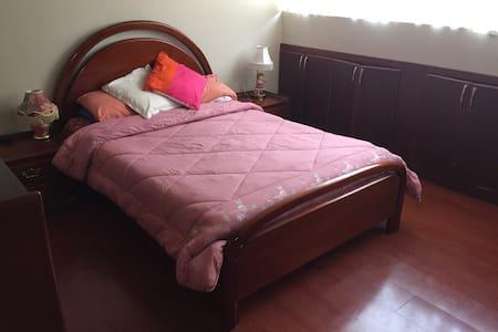 Comfortable Bedroom. - Ház