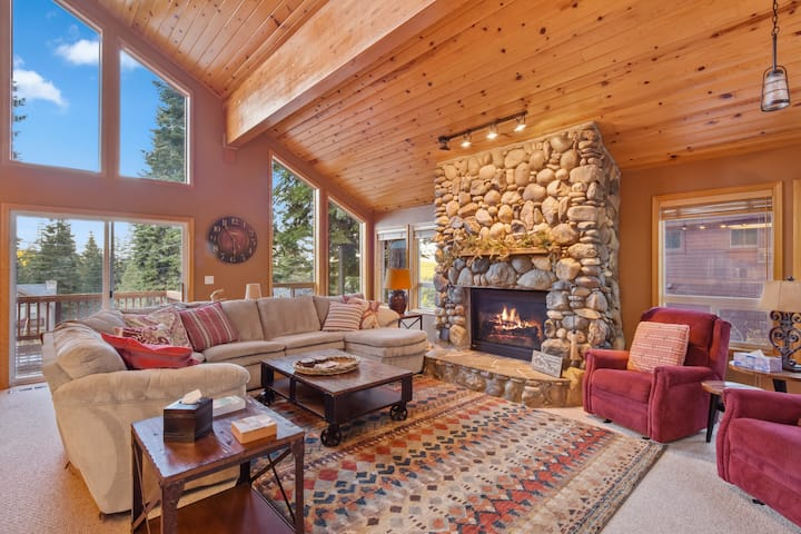 Beloved Tahoe Donner Ski Chalet w/ Private Hot Tub