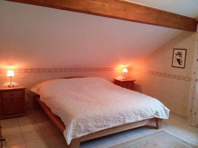 Großes Zimmer mit privatem Bad - Kerbach - Haus