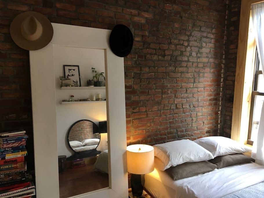 Bedroom w. floor length