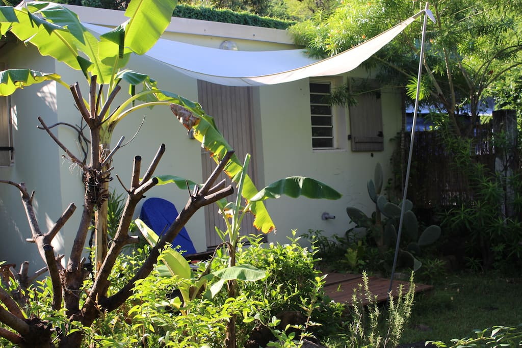Bunglow au fond du jardin bungalows for rent in la for Au fond du jardin saint saens