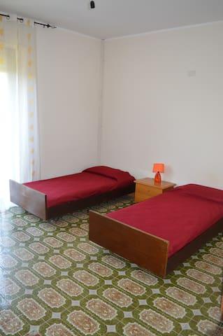 Camera 3 doppia/matrimoniale piano superiore Con balcone