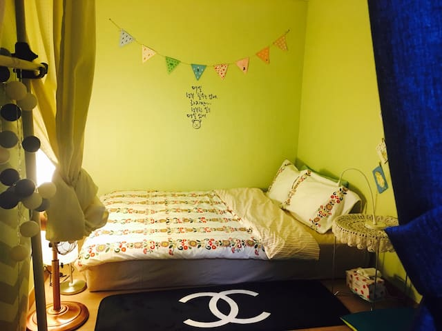 Downtown room for 1or 2person·신제주 오피스텔·宝健路旁温馨公寓 - Cheju - Byt