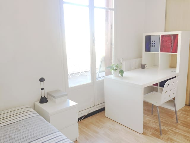 Beau studio avec terrasse au centre de Marseille - Marsilya - Daire