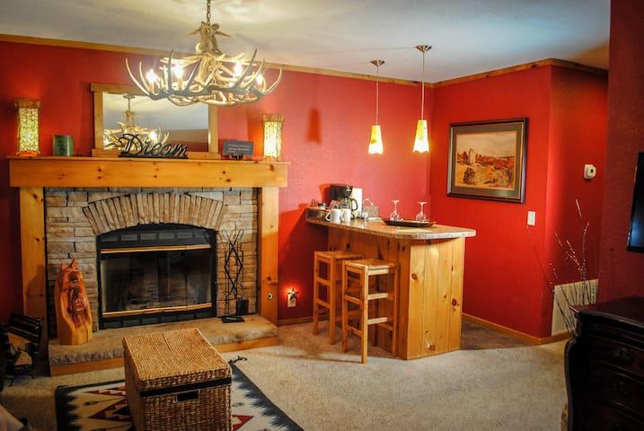 Starlight Canyon Bed & Breakfast Aspen Cabin