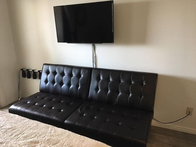 Bedroom - Futon/Twin Bed