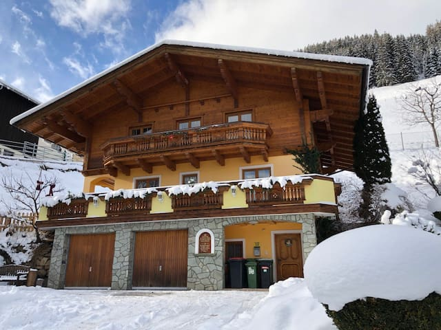 Cozy holiday home for groups in Bad Hofgastein