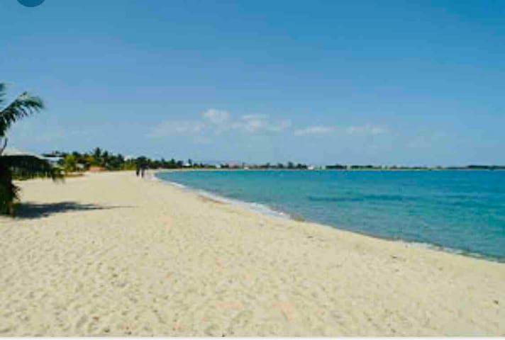 2 mins to beach, central location,'guest room'-SDL