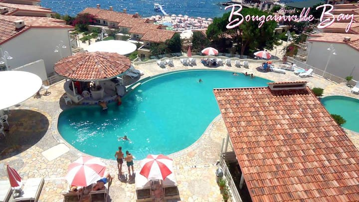 Sarande,  Apartment bay, in the boungeville bay,