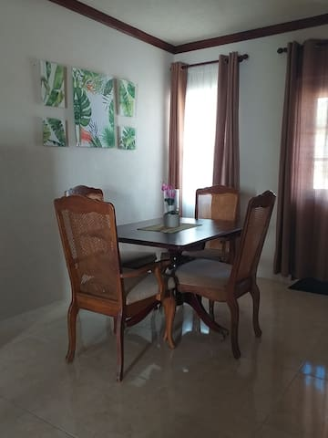 New!! Centrally located 2 bedroom apt in Warrens