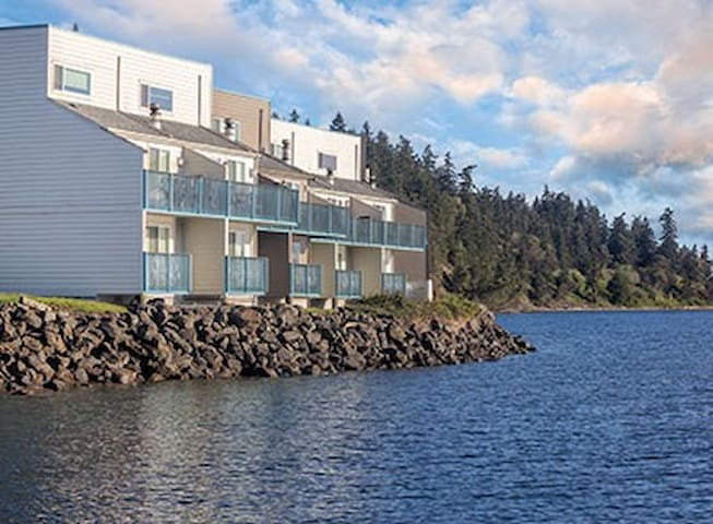 Discovery Bay, WA, 2-Bedroom Loft #1 - Port Townsend - Apartemen