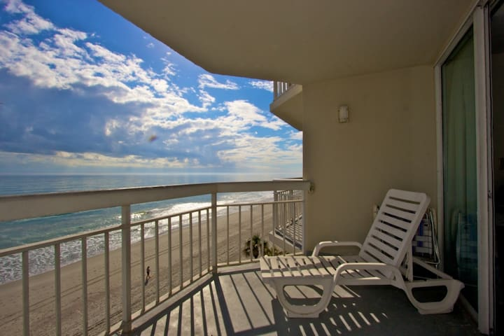 Perfect 4th Floor Oceanfront View at Waters Edge, King Bed Escape Winter Here, Indoor Pool & Hot Tub - Garden City - Osakehuoneisto