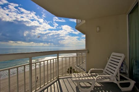 Perfect 4th Floor Oceanfront View at Waters Edge, King Bed Escape Winter Here, Indoor Pool & Hot Tub - Garden City - Wohnung