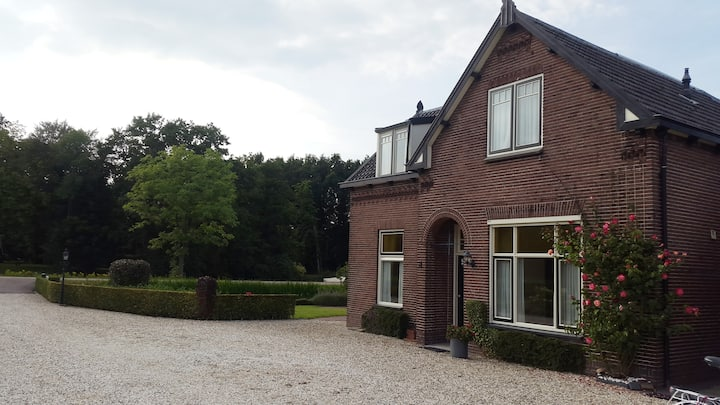Farm villa along the river 20-min from Amsterdam