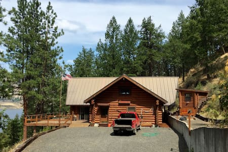 Spectacular Log Cabin on Lake Roosevelt, WA - 克莱斯顿(Creston) - 小木屋