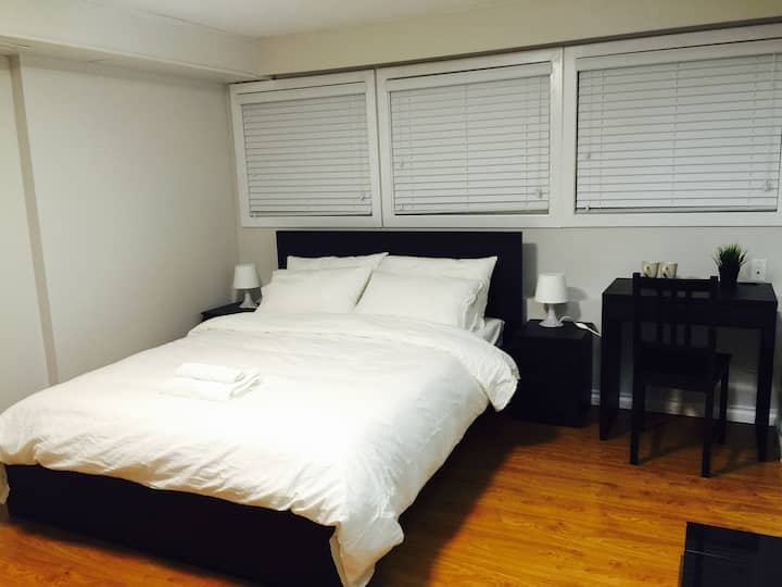 Private Room - Walking Distance to Edmonds Station