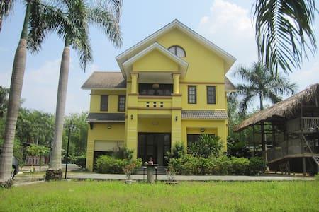 Golden Brown Villa #Private Pool+8rooms @Cu Chi