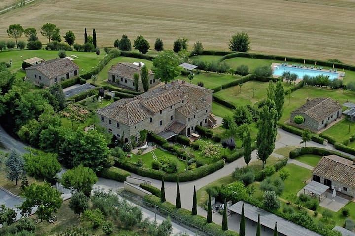Rustic Villa in Cortona with Swimming Pool