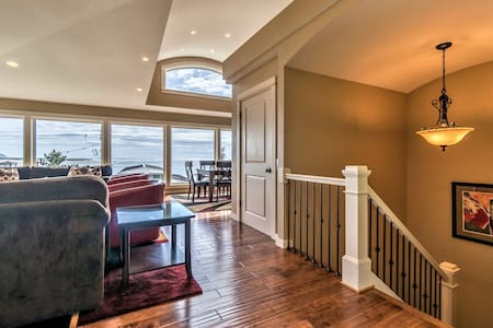 Elevator, Master Suites, Jacuzzi's, Steps to Beach