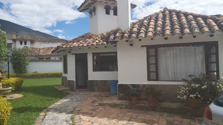 Villa Carolina, excelente ubicacion y espacio.