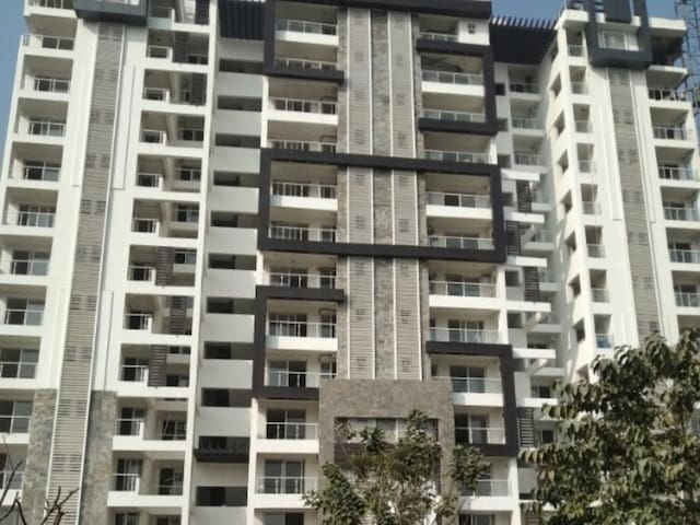 Lovedale -2Bhk Condo on 11th Floor with Sky View