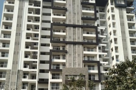 Lovedale 2bhk condominium on 11th Floor w Sky View