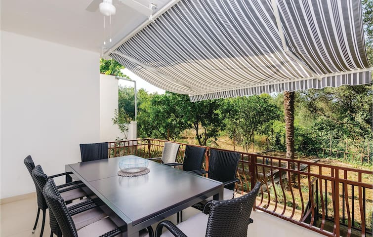 Semi-Detached with 4 bedrooms on 89m² in Ston