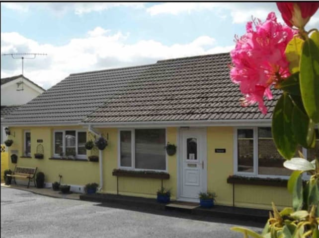 Aweldeg Holiday Cottage With Private Hot Tub!